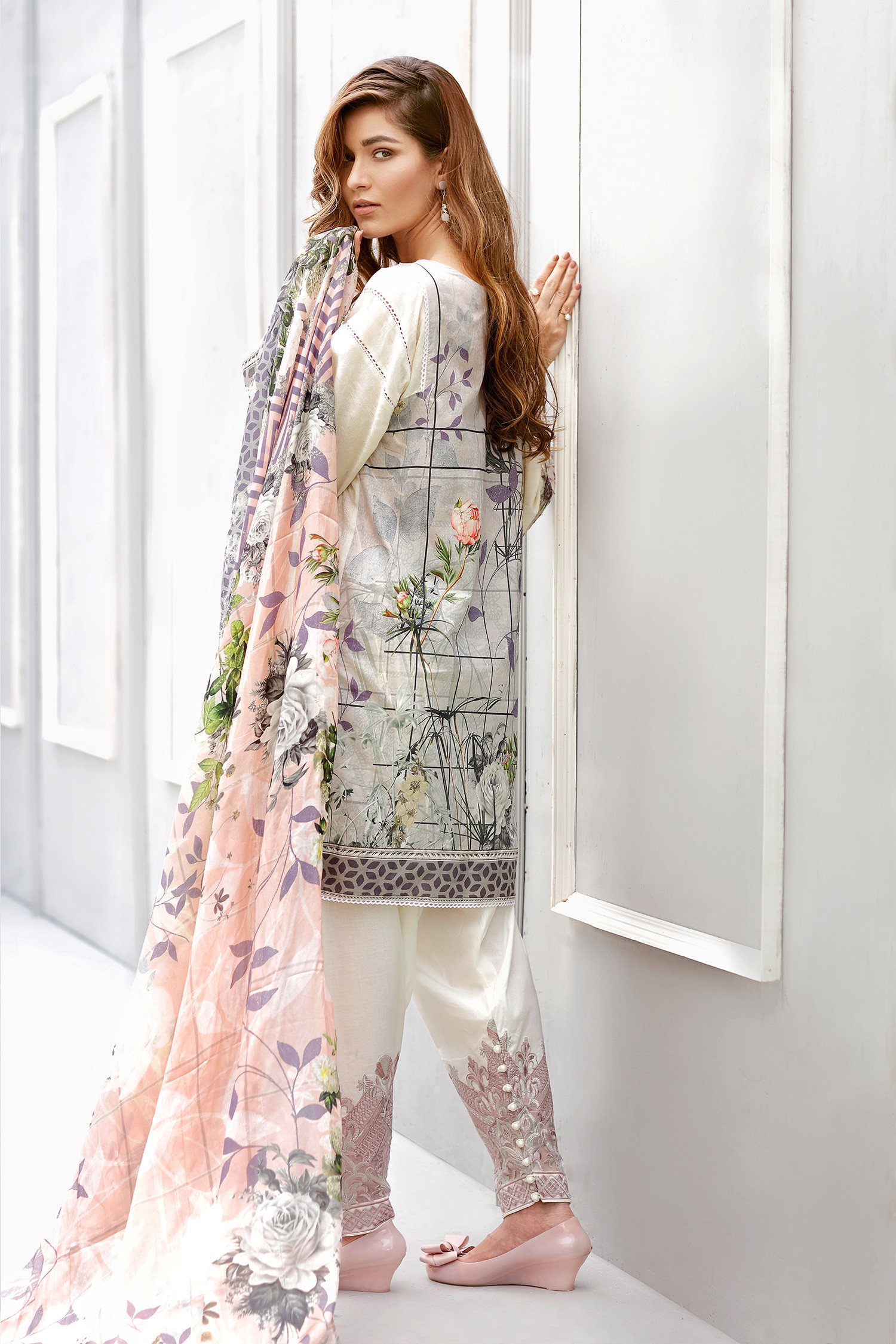 ee2cc6c5e8 Baroque Lawn Embroidered Collection 2017 Daisy Lint - Stylized.pk